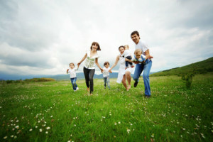 family-running-happiness