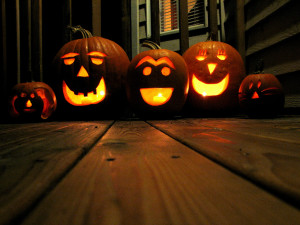 All_Hallow's_Eve_jack-o-lanterns (1)