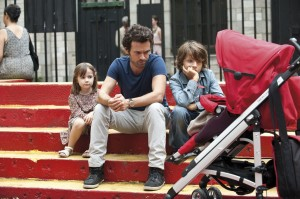 "Life in New York is a far cry from life in Paris, as novelist Xavier Rousseau (Romain Duris, center) and his kids, Tom (Pablo Mugnier-Jacob, right) and Mia (Margaux Mansart, left), discover for themselves in ""Chinese Puzzle."" Photo courtesy of Cohen Media Group."