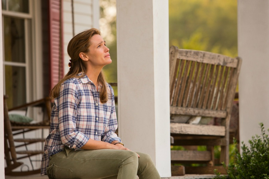 """Christy Beam (Jennifer Garner), a young mother caring for her gravely ill daughter, has her devout Christian faith put to the test in the new family drama, """"Miracles from Heaven."""" Photo courtesy © CTMG, Sony Pictures Entertainment Inc."""